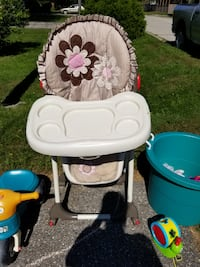 baby's brown and pink high chair Drumbo, N0J