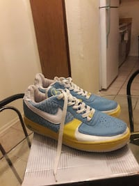 pair of blue-and-yellow nike air on box Harvey, 70058