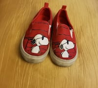 black-and-white Snoopy print slip-on shoes