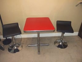 Vintage table and bar stools
