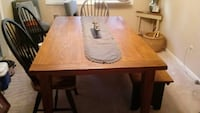 Dining table w 4 chairs and matching bench 33 km
