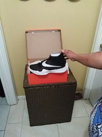 paired black and white Nike running shoes on box Fort Lauderdale, 33311