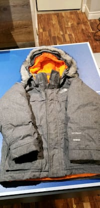 The North Face 550 down coat infants. Size 5 Montreal, H8N 2Y4