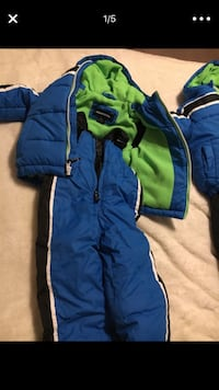 2 baby snow suits like new  Dumfries, 22025