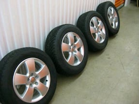 "vW Jetta 15"" alloy wheels and winter tires - $400 (White Rock)"