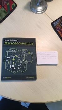 principles of macroeconomics - Dirk Mateer.  WITH FLASHCARDS OF KEY TERMS  Melbourne Beach, 32951