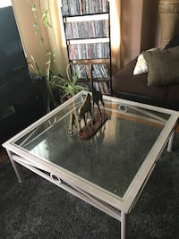 Living Room/Coffee Table Minneapolis, 55412