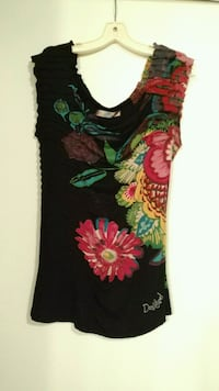 black and red floral sleeveless shirt 3134 km
