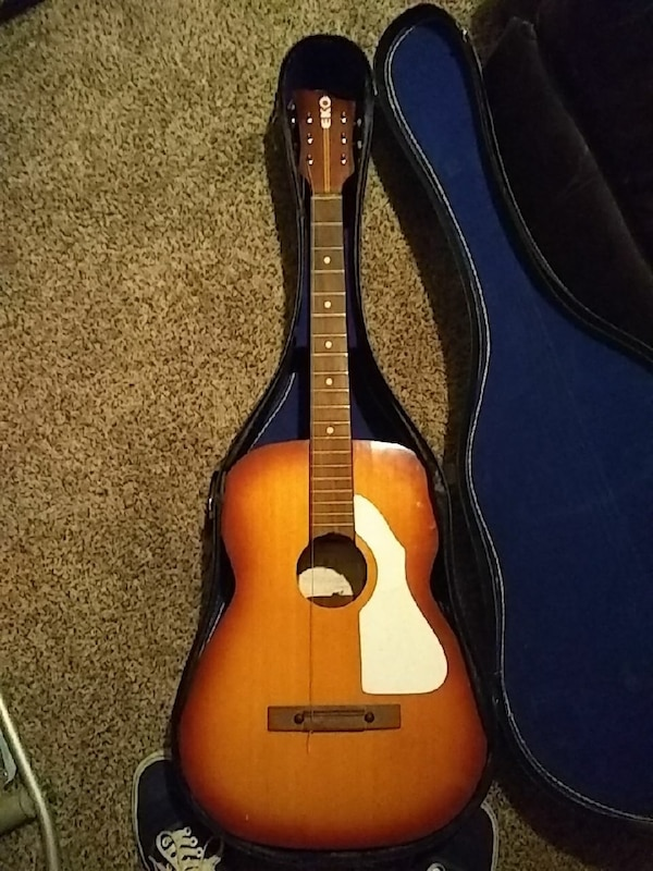 brown and black acoustic guitar
