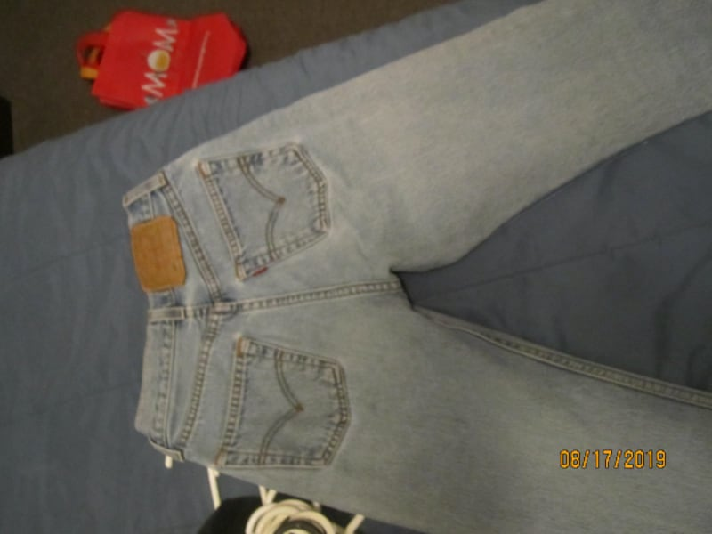 Womens VINTAGE 501 Levis 24 X 32- THESE ARE NOT MADE ANYMORE- SHOWING SOME SIGNS OF WEAR 40ce3691-7223-4fa9-9ab6-4cde707a84c9