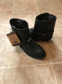 pair of black leather boots Ashville, 43103