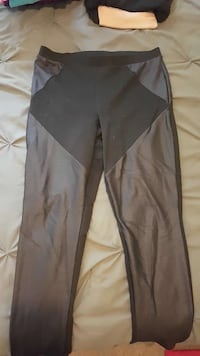 Express leggings size L (worn maybe 4 times) London, N5Z 3J3