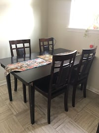 Kitchen dining table with chairs  Mississauga, L4T 2P7