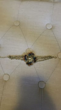 gold-colored necklace with pendant 62 km