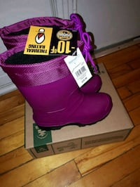 pair of pink UGG Classic Short with box Montréal, H1S 1J7