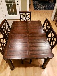 Dining table set. 5 chairs 56 km