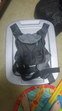 Infant carrier  Fort Saskatchewan, T8L 0K2