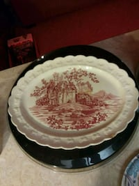 TAYLOR SMITH TAYLOR RED ENGLISH CASTLES PLATTER