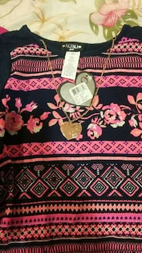 black and pink crew neck shirt New York, 10304