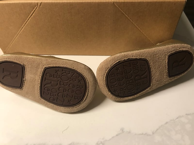 Robeez gold mary janes size 4, 6-12 months 7069688a-008c-4461-b1cb-d237bb572f09