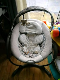 baby's white and gray cradle and swing Ottawa, K1Z 7Y5