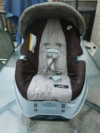 baby's black and gray car seat carrier Toronto, M1E 3V4