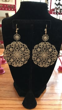 Beautiful vintage look dangle earrings Gainesville, 20155