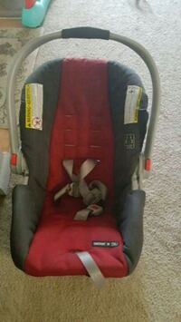 baby's black and red car seat carrier Frederick, 21703