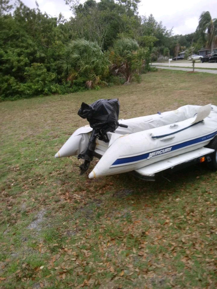 Photo Inflatable boat with outboard