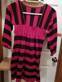Red & black sweater Size Sm Mount Airy, 21771