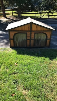 Brown and black wooden dog house North Potomac, 20878