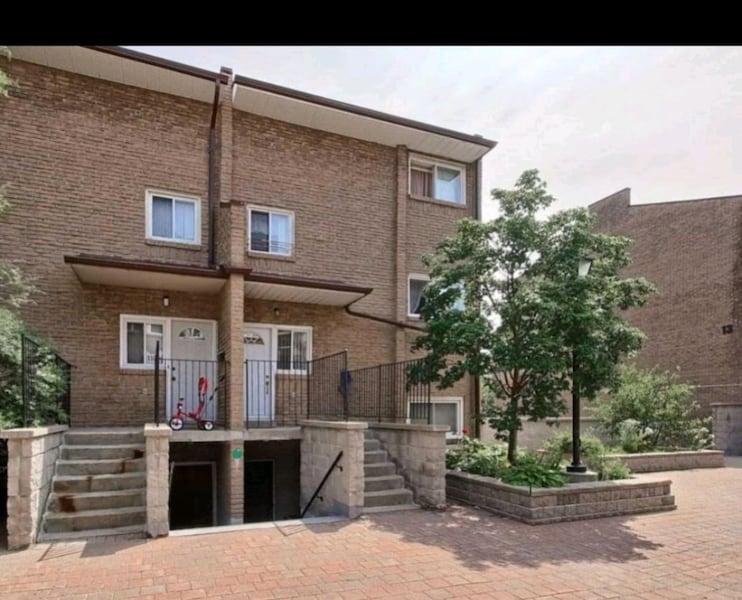 BY OWNER 3 BEDROOM 2 BATHS TOWNHOUSE  d4dec6ef-912b-4e28-aafb-9758c7cb5ee8