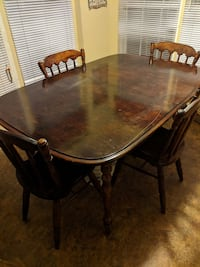 Solid oak dining room table Griffin