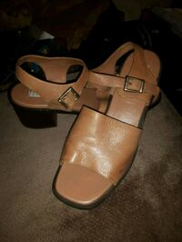 pair of brown leather sandals Kingston, K7M 1B9