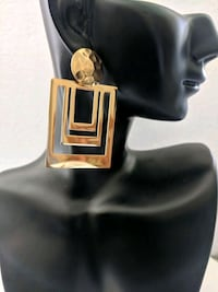 2018 square gold earrings Greater London, E17 5BW