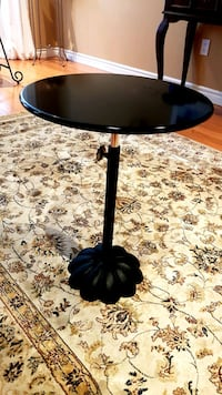 Cute and handy side table Oakville, L6H 6V2