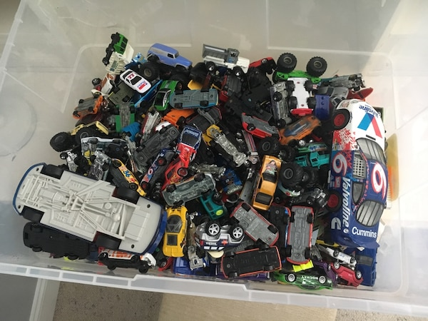 300+ toy car collection 9f4225c5-0366-4150-846c-6301827d2ee7