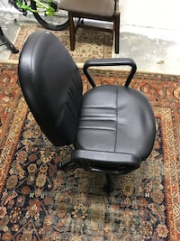 Black computer/office chair in good