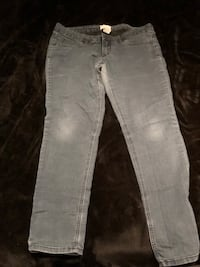 distressed blue-washed jeans Vaughan, L6A 0H3