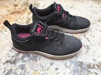 Pair of pink-and-black Nike low-top sneakers size / Baskets lifestyle Nike noir et rose Montréal, H2K 3V7
