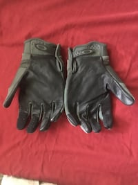 OAKLEY XL LEATHER GLOVES IN EXCELLENT CONDITION  Annandale, 22003