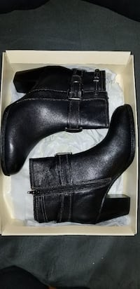 Women's Sofft Wyoming leather ankle boots 9w Utica