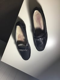 pair of black leather pointed-toe flats Guelph, N1G