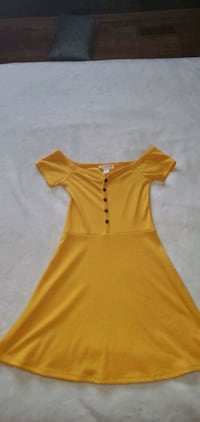 yellow off shoulder dress Calgary, T3K 5V8