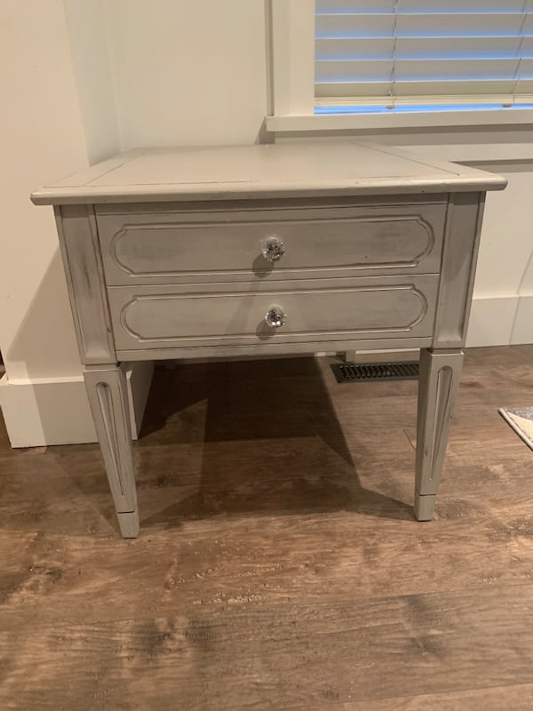 Shabby Chic end table/nightstand 034cc244-f692-412e-96e1-d6a5a0b73a1b