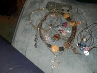 21 pieces fashion and costume jewelry Rosedale, 21237