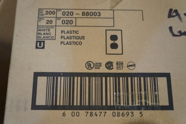 3 NEW Boxes of 200 Qty Leviton 88003 Wht Plastic Outlet Wallplates