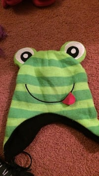 Green frog knit hat.