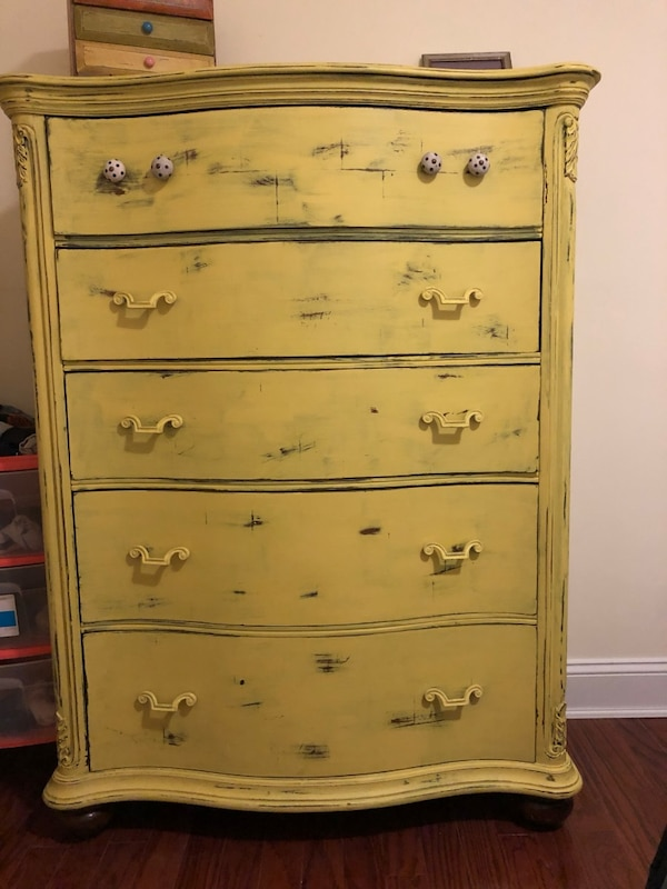 FREE Bright dresser - great condition!