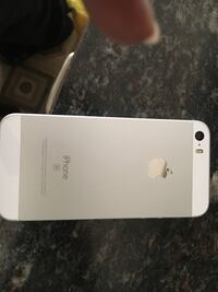 iPhone SE 16gb must sell no scratches Grimsby, L3M